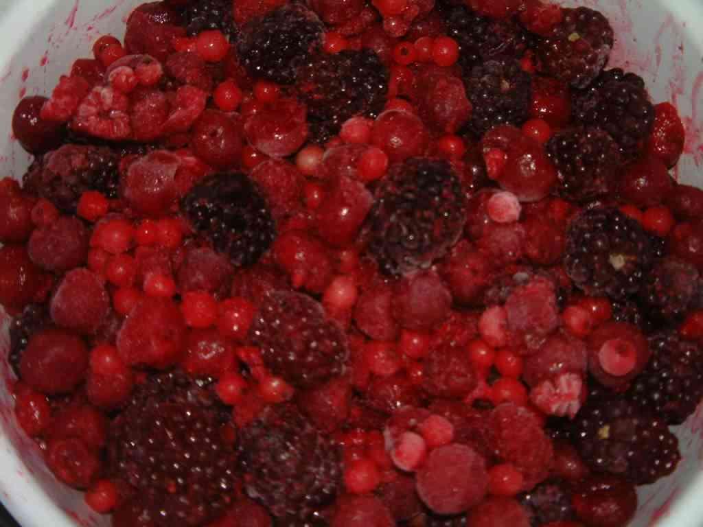 8 fructe delicioase care fac minuni pentru tenul tău