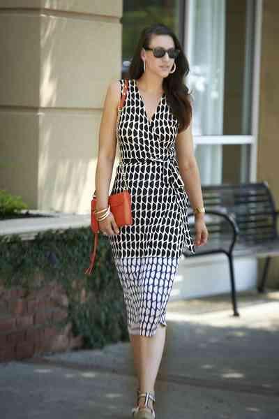 rochii care se înfăşoară în jurul taliei