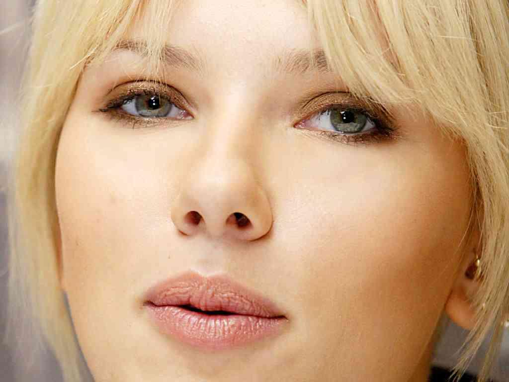 Scarlett-Johansson- buze
