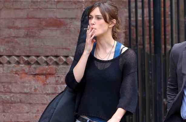Keira-Knightley fumeaza