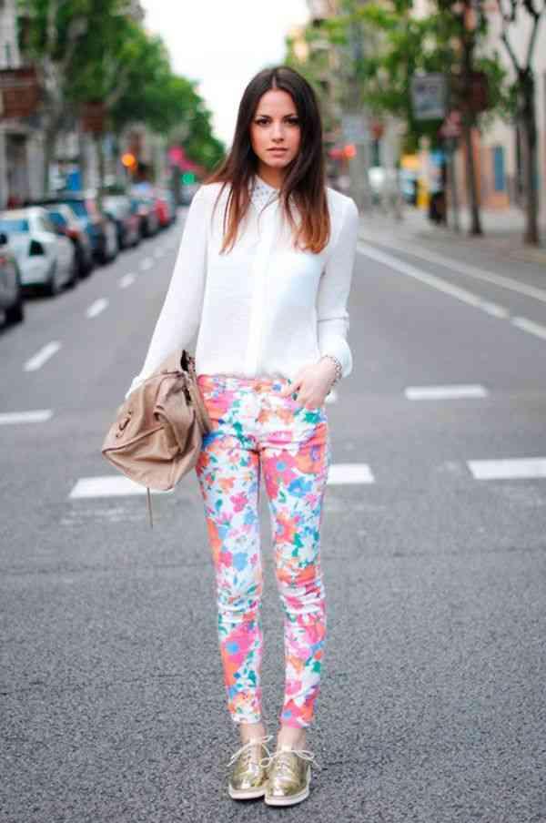 jeans cu imprimeu floral