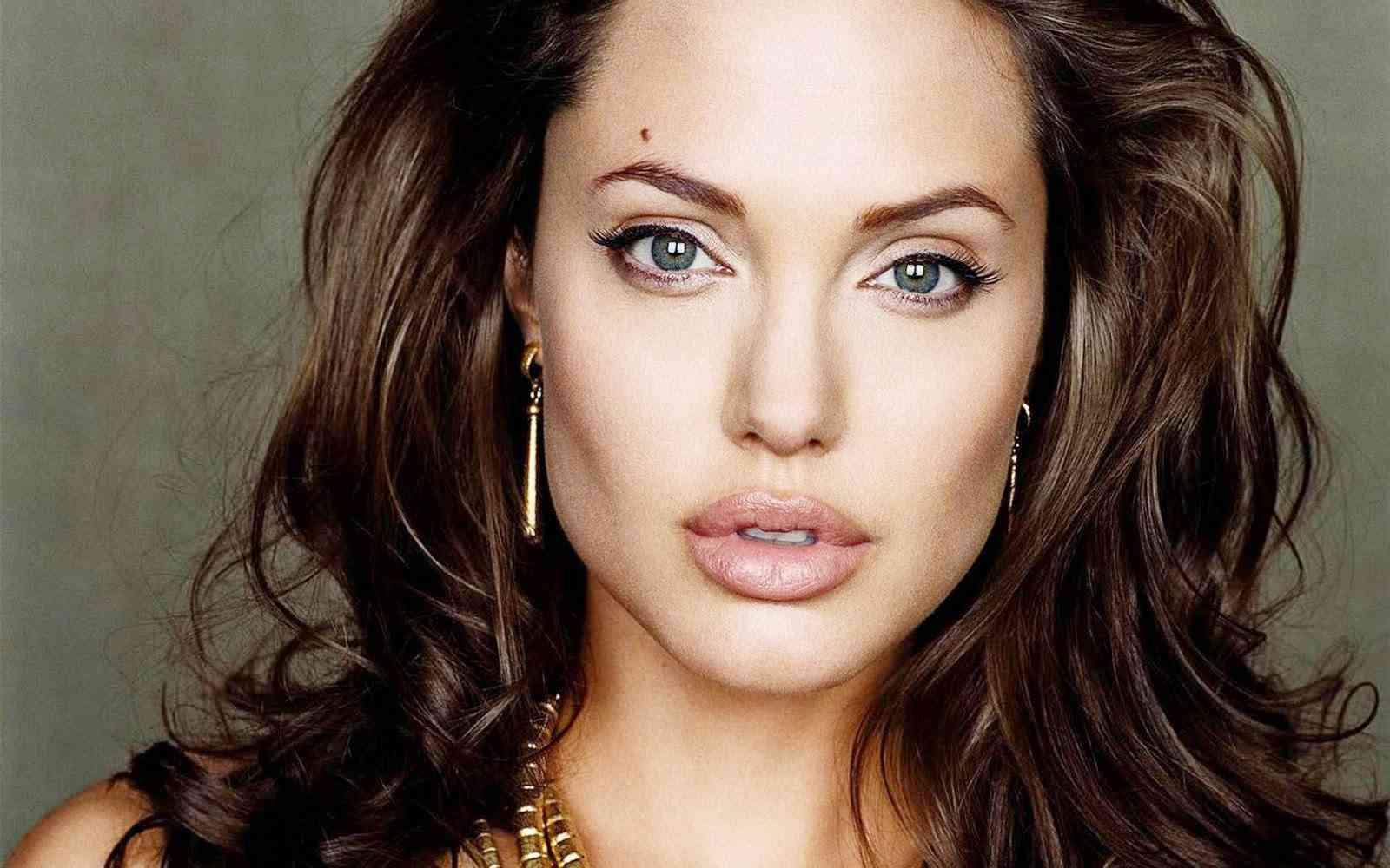 Angelina Jolie secret frumusete