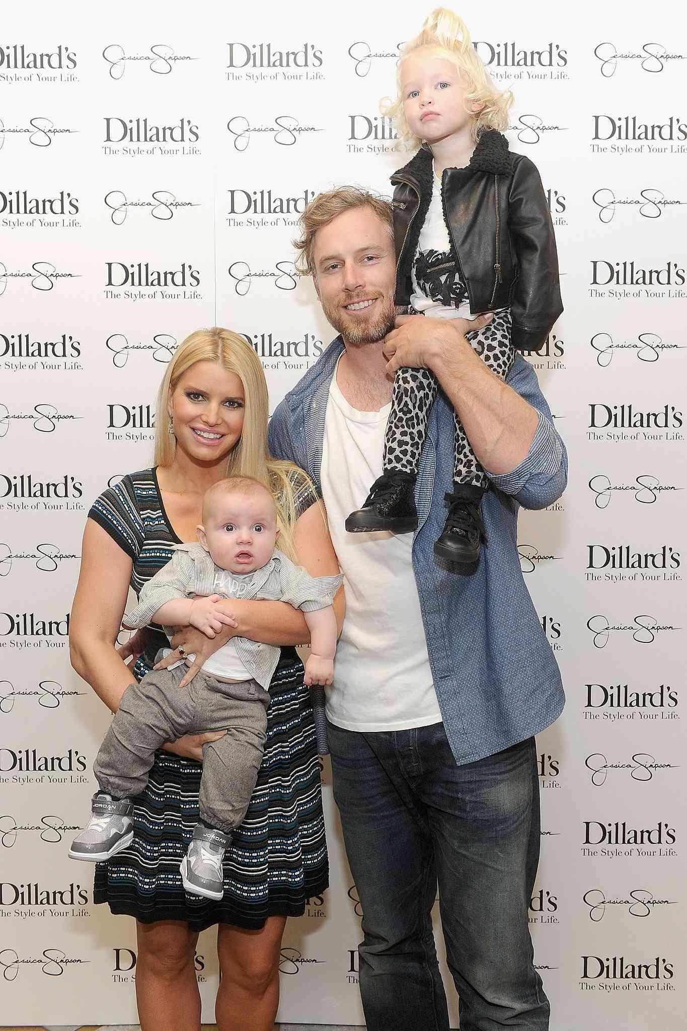 Jessica-Simpson-Eric-Johnson-posed-children-Maxwell