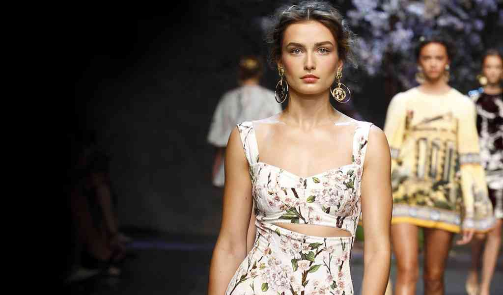 model-andreea-diaconu-video-interview-for-dolce-and-gabbana-ss14-womens-fashion-show