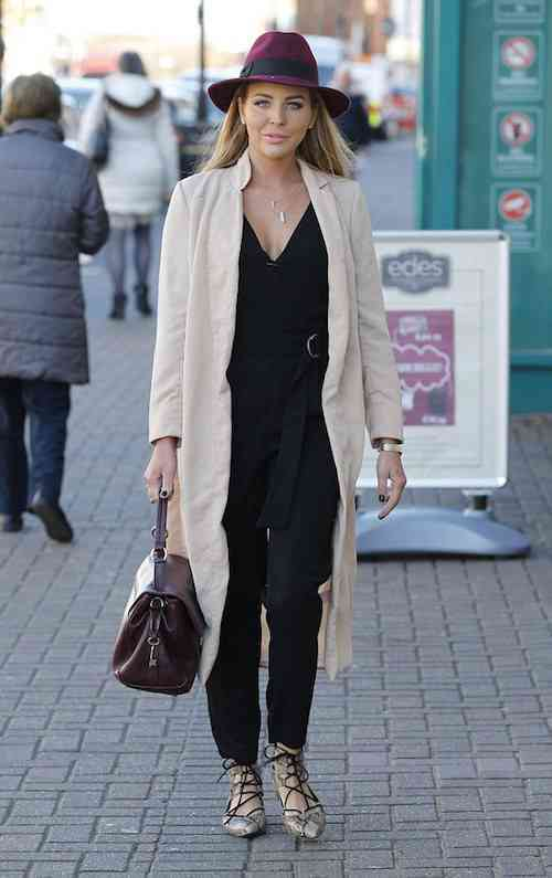 **EXCLUSIVE IMAGES** TOWIE LYDIA ROSE BRIGHT BILLIE FAIERS AND FERNE MCCANN SEEN ARRIVING FOR FILMING